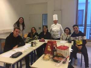 Une classe et un chef de cuisineeuNE CLASSE