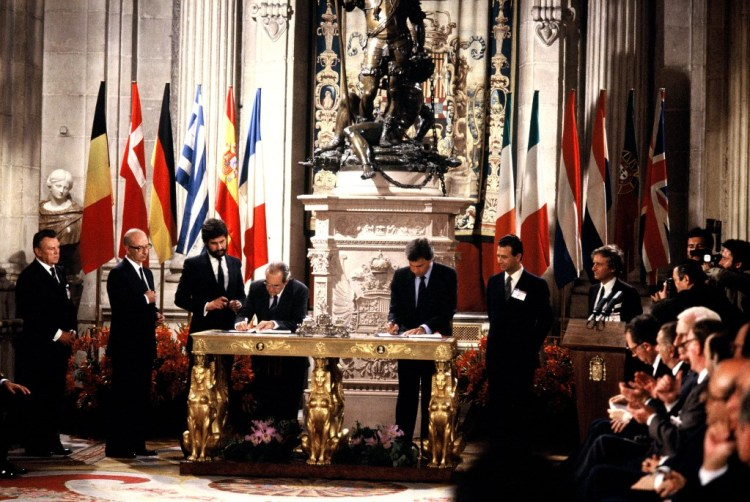 Signing of the Accession Treaty of Spain (1985) / Photo: European Commission
