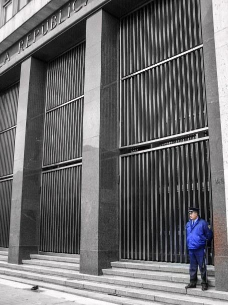 guardia_banco_republica (1 of 1)
