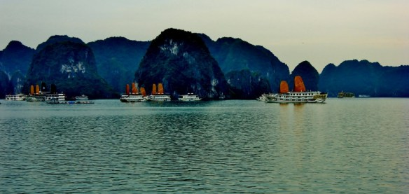 cost to travel vietnam halong bay cruise budget