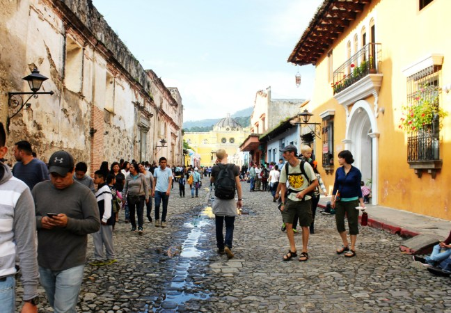 walking-in-streets-antigua-guatemala-charlie-on-travel