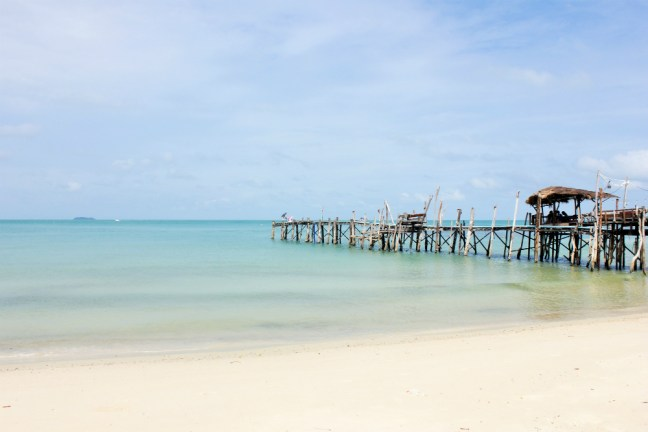 Quiet beach on koh samet thailand - charlie on travel