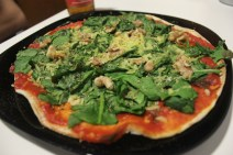 Walnut and spinach pizza