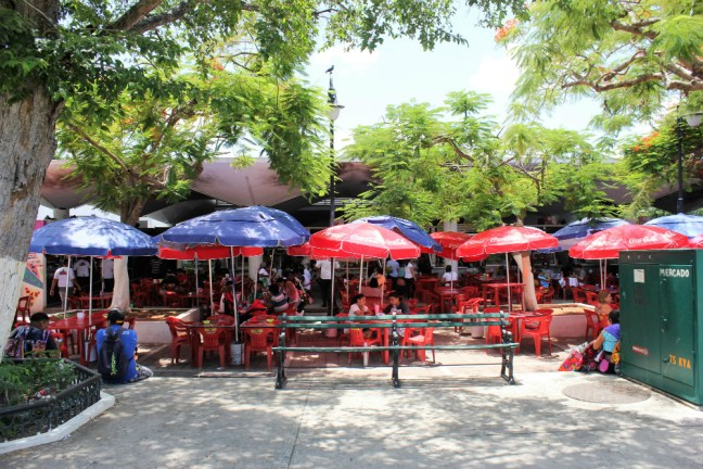 Street food stalls in Parque Santa Ana Merida Mexico - Charlie on Travel