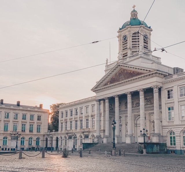 Place Royale Bruxelles sunrise