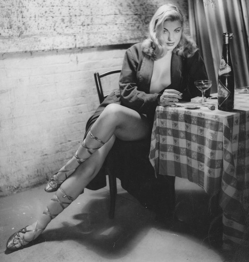 Barbara Nichols czy też femme fatale? Źródło: http://theniftyfifties.tumblr.com/image/39208018646