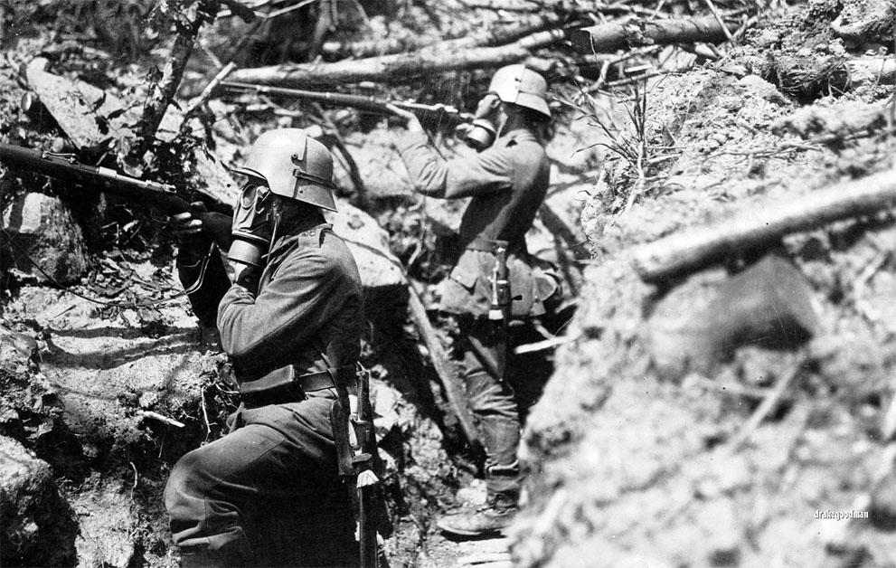 Niemieccy żołnierze w okopie. Źródło: http://www.theatlantic.com/static/infocus/wwi/wwitech/