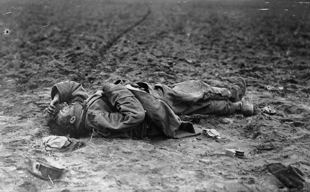 Martwy austriacki żołnierz. Źródło: http://www.theatlantic.com/static/infocus/wwi/introduction/