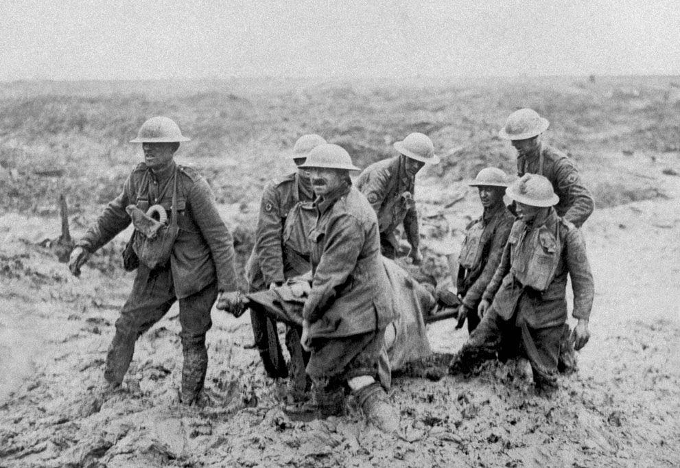 Ranny na polu bitwy. Źródło: http://historicaltimes.tumblr.com/image/94245396248
