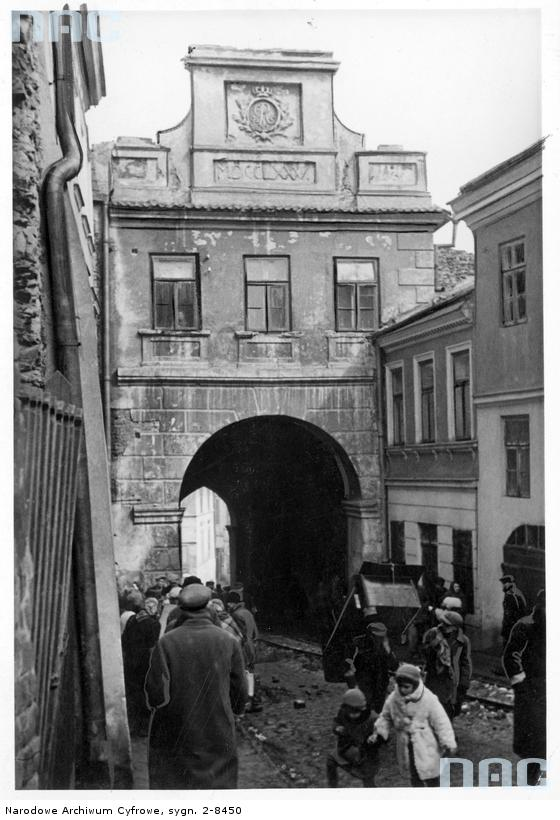 Lublin. Brama Grodzka. 1939-1945. Źródło: https://audiovis.nac.gov.pl/obraz/20187/2354ed7d08876ba174fad10ab2574332/