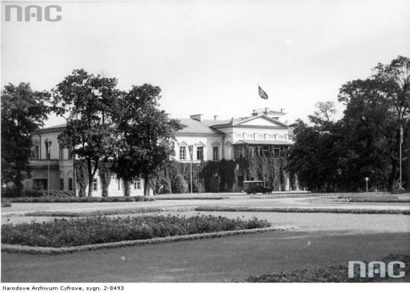 Lublin. Siedziba Wehrmachtu przy pl. Litewskim - widopk zewnętrzny. 1939-1945. Źródło: https://audiovis.nac.gov.pl/obraz/20323/2354ed7d08876ba174fad10ab2574332/