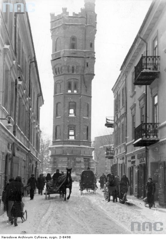 Lublin. Wieża ciśnień przy ul. Teatralnej. 1940. Źródło: https://audiovis.nac.gov.pl/obraz/20335/2354ed7d08876ba174fad10ab2574332/