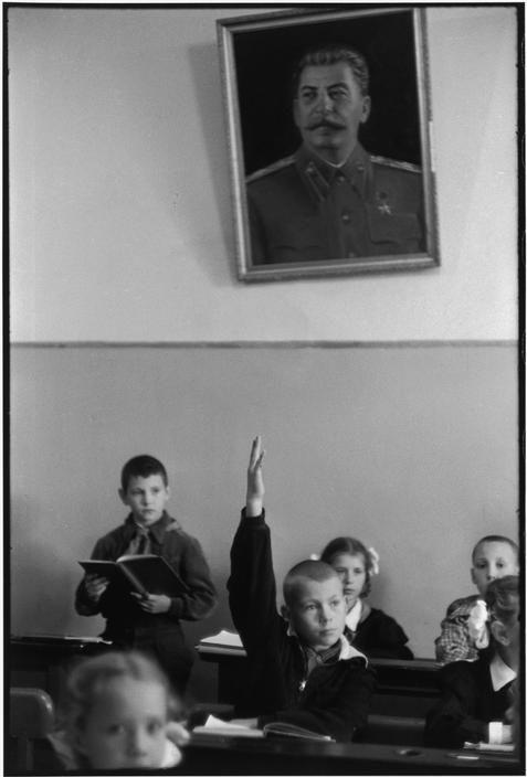 Rosyjska szkoła udokumentowana przez Henri Cartier-Bresson. Źródło: https://pl.pinterest.com/pin/298222806555252164/