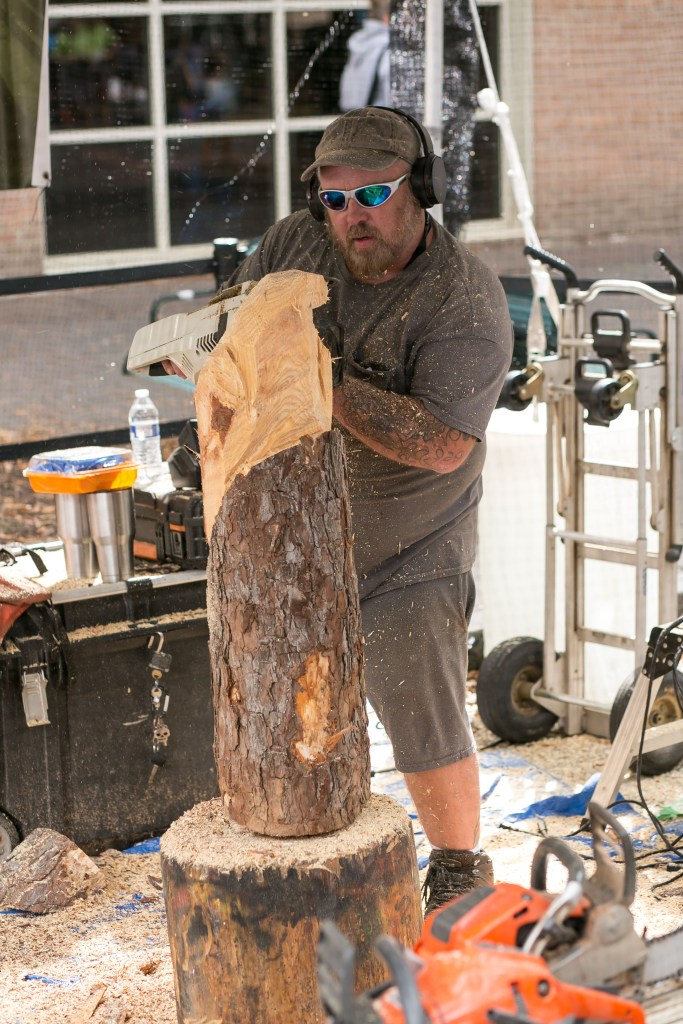 chainsaw carving at Charlotte Mini Maker Faire