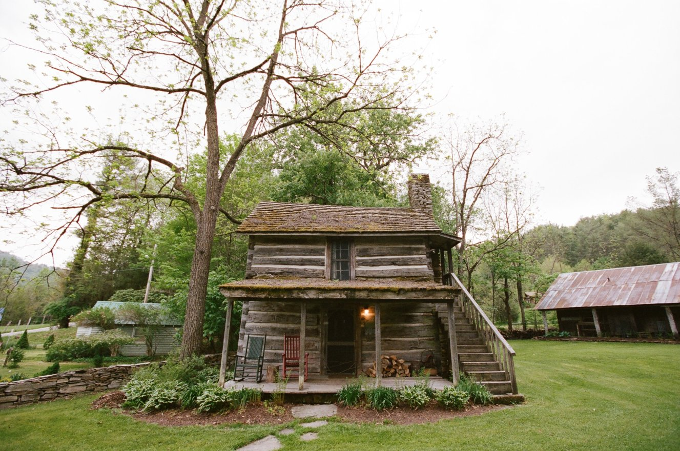 The Mast Farm Inn: A Profile of this Romantic Honeymoon Retreat in the North Carolina Mountains