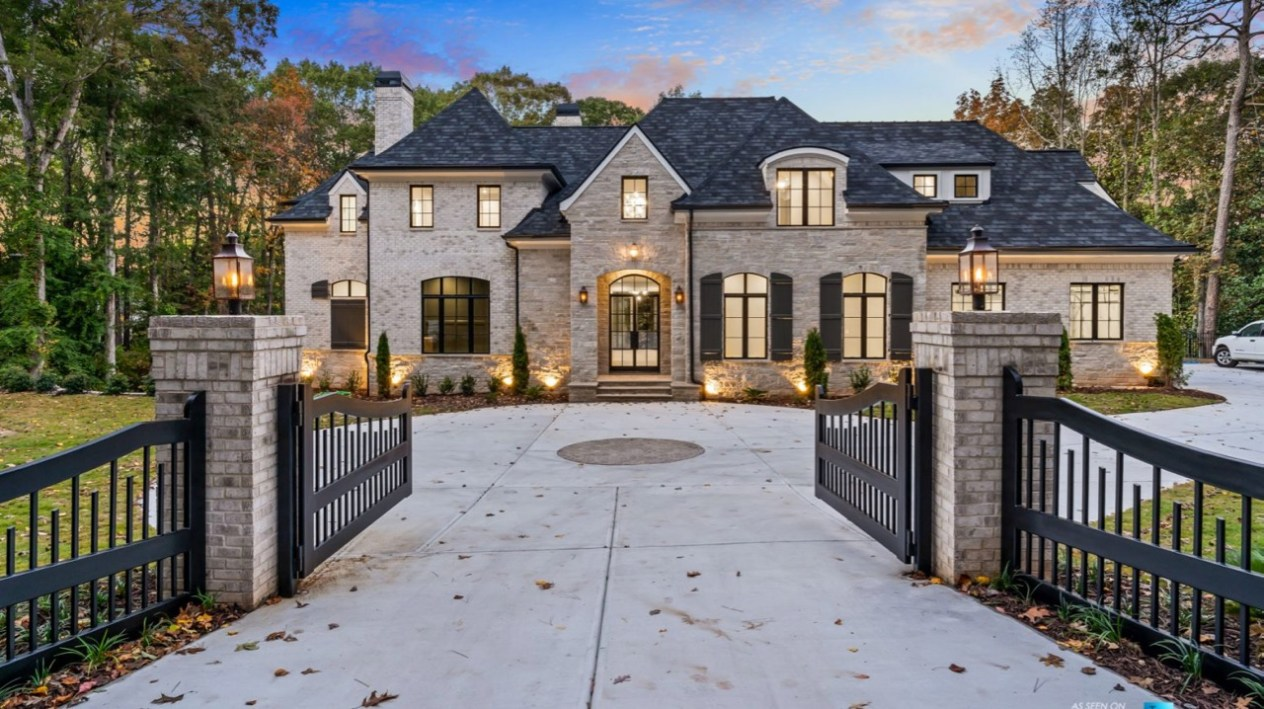 roofing contractors in charlotte, reliable roofers charlotte nc, qualified roofing specialists, roofing professionals in charlotte nc