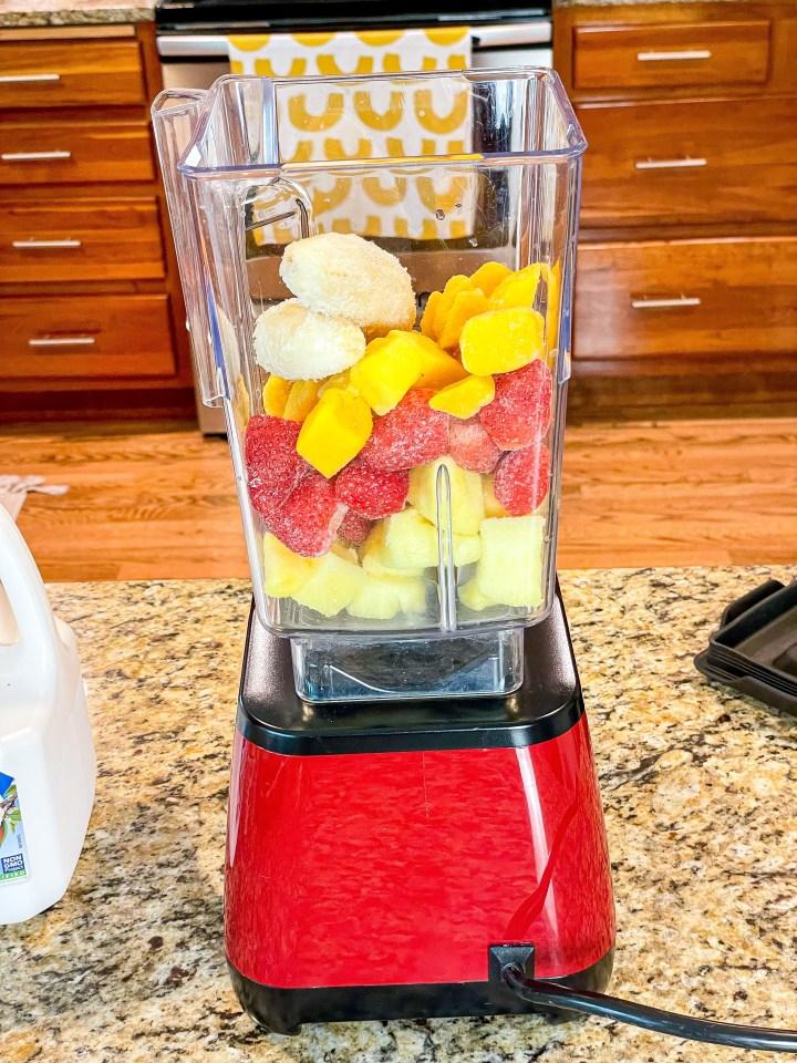 Tropical Berry Smoothie Bowl process