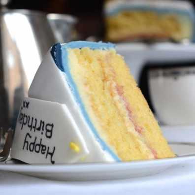 birthday present cake slice 2