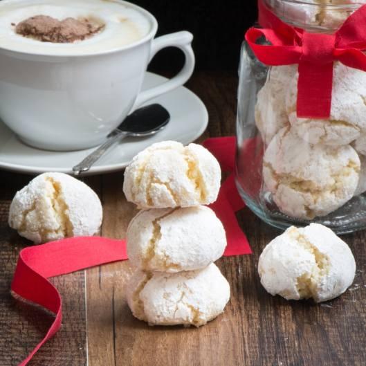 Amaretti biscuits 7