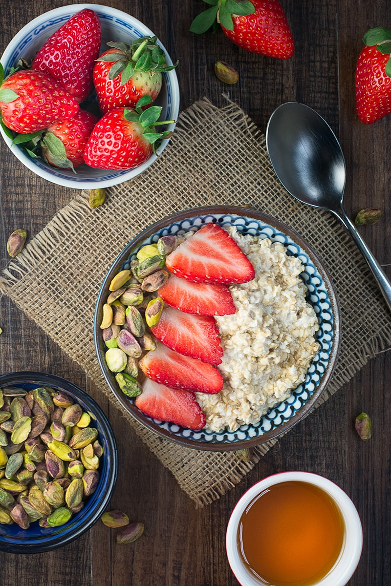 Strawberry maple and pistachio overnight oats 1