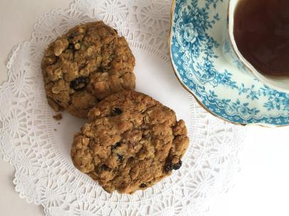 Quick-To-Bake-Oatmeal-Raisin-Chocolate-Chip-Cookie-Recipe-by-Butterfly-Crafts