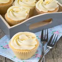 vanilla-cupcakes-6