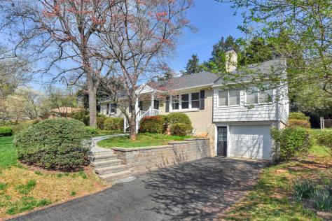 1435 Kenwood Lane - home for sale near Charlottesville High School in Charlottesville Va
