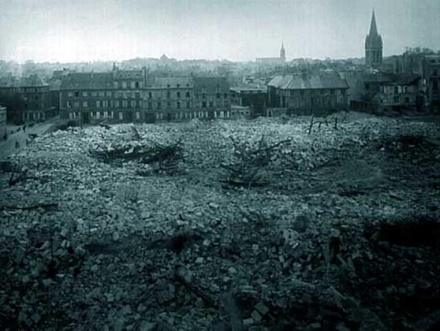 レピュブリック広場、完全に破壊されました。