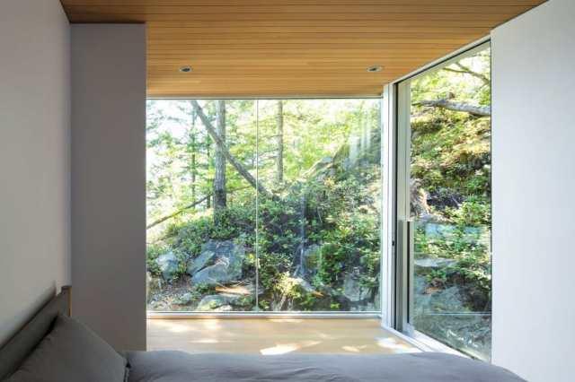 マクファーレン・ビガー・アーキテクツ+デザイナーによる、ロッキー・ショアの劇的な島の隠れ家(9)