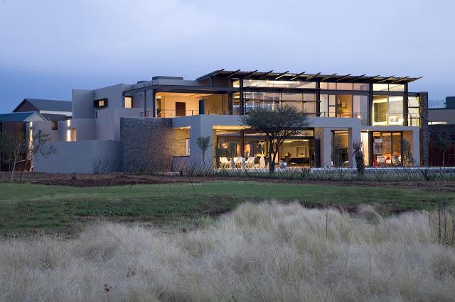 南アフリカの大邸宅の間にあるモダンな宝石-セレンゲティ・ハウス夜のニコ・ファン・デル・ミューレン建築家