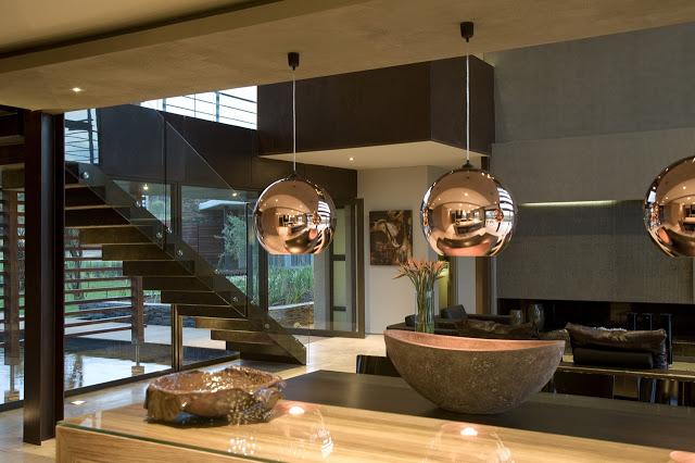 リビングルームのデザイン南アフリカの大邸宅の間にあるモダンな宝石-セレンゲティ・ハウスbyニコ・ファン・デル・ミューレン・アーキテクツ