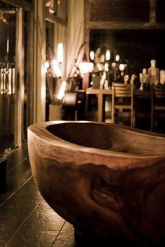 40.彫刻が施された木製浴槽