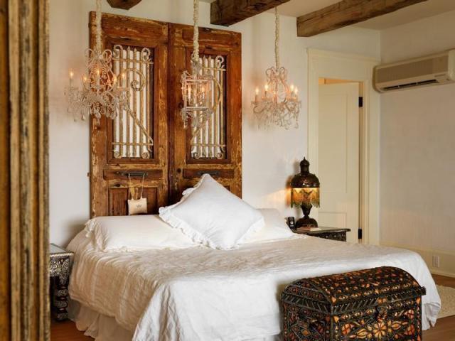 ベッドルームのインテリアデザイン落ち着いた雰囲気の贅沢なウォーターフロントマンション