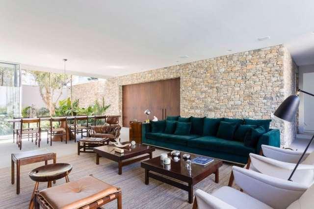 カサララの活気に満ちた現代的な家がサンポールのホモティクスで形をとる(16)