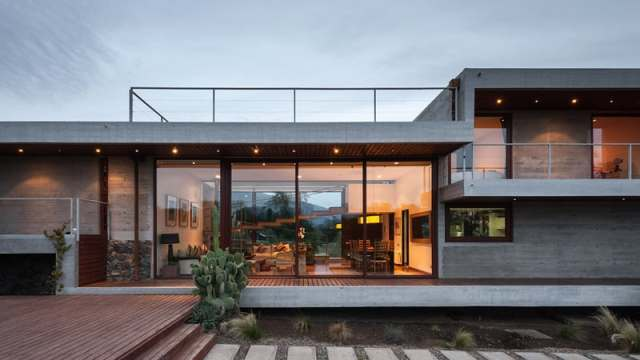 ChauriyeStägerArchitectsによるチリの見事なコンクリートの家(6)