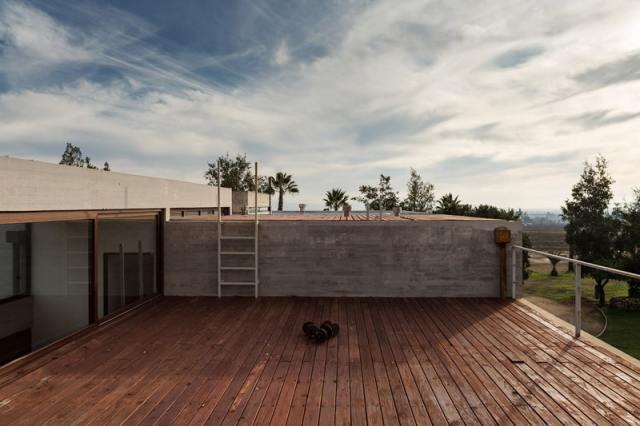 ChauriyeStägerArchitectsによるチリの見事なコンクリートの家(9)