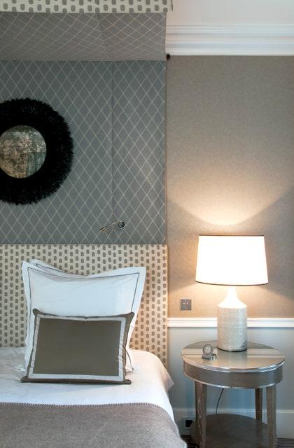 画像に含まれている可能性があるもの:ランプ、卓上ランプ、家具