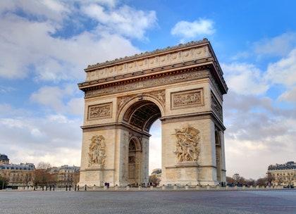 画像に含まれる可能性のあるもの:建物、建築、記念碑、アーチ、アーチ型、都市、都市、および町