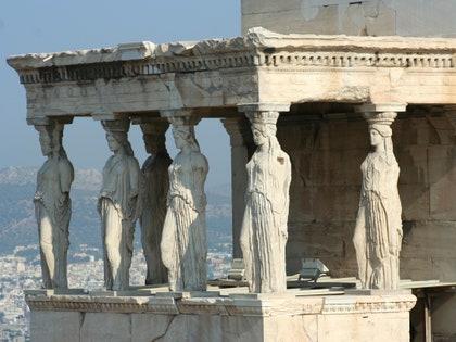 画像に含まれる可能性のあるもの:建物、建築、神社、寺院、礼拝、柱、柱、人間、人、考古学