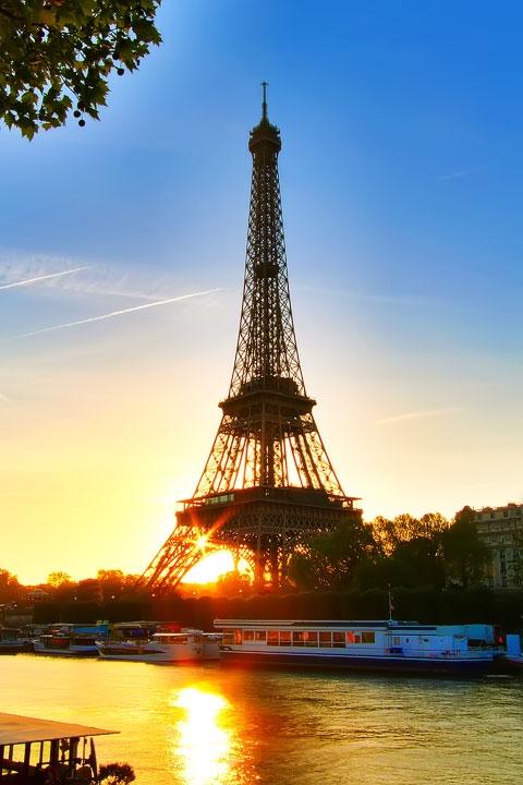 エッフェル塔の夕日、パリ、フランス。 www.kevinandamanda.com #travel #paris #france #photography