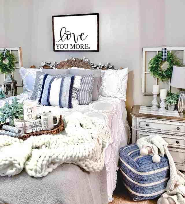 素朴で自由奔放に生きる寝室の壁の装飾のアイデア