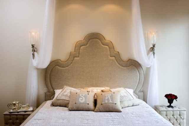 キャノピーロマンチックなベッドルームのアイデア1