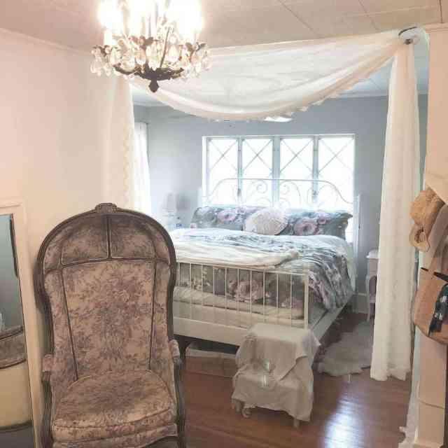 コテージロマンチックなベッドルームのアイデアglamourustique