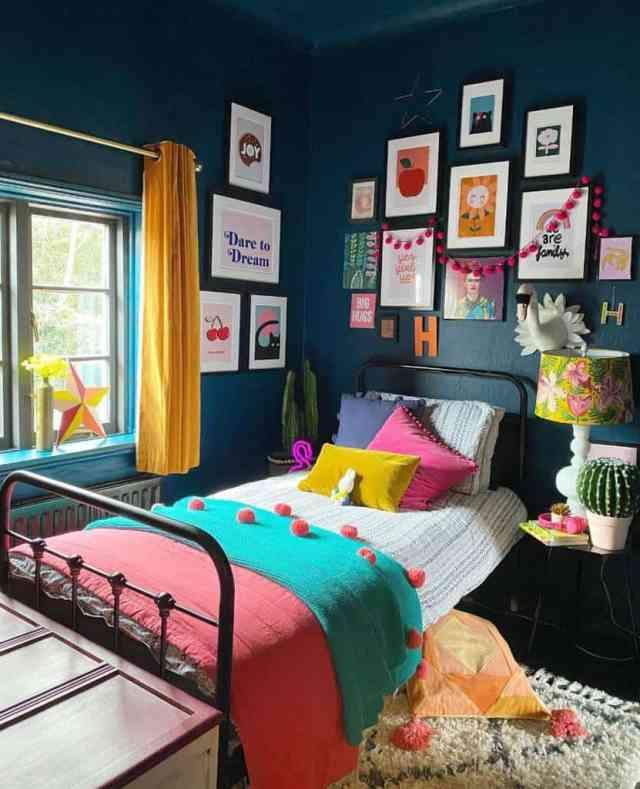 折衷的またはジプシー自由奔放に生きるミニマリストの寝室のアイデア