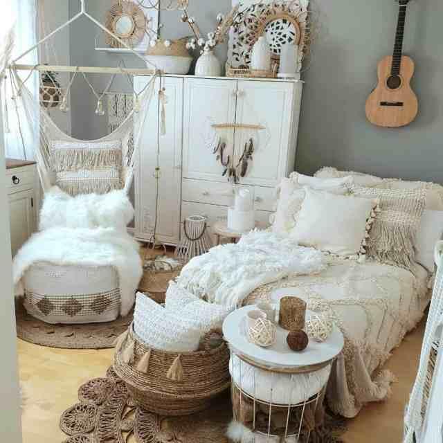 装飾自由奔放に生きる寝室のアイデアcosy_bohodecor