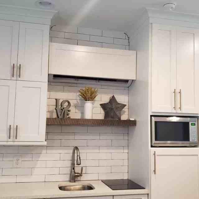キッチン棚ディスプレイキッチン壁の装飾のアイデアehb_solutions