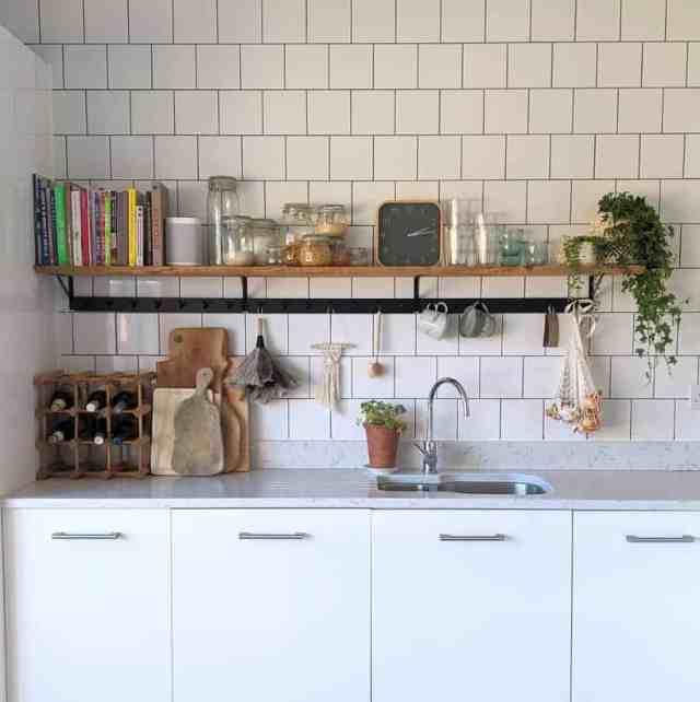 キッチンの棚のディスプレイキッチンの壁の装飾のアイデアnot_a_boring_new_build