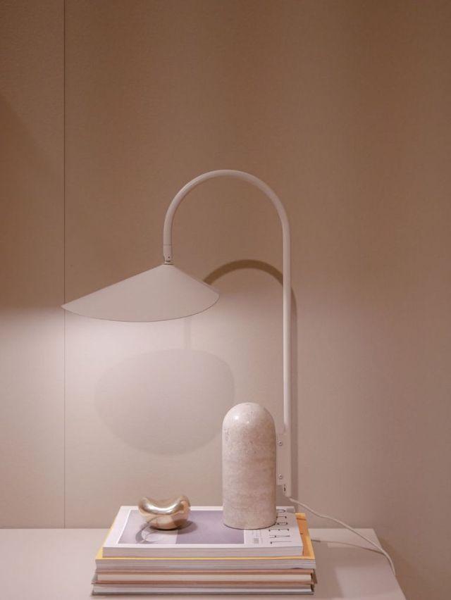 ミニマリストの寝室の照明のアイデア3