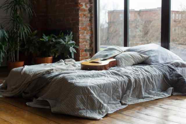 不機嫌そうなロマンチックな寝室のアイデア2
