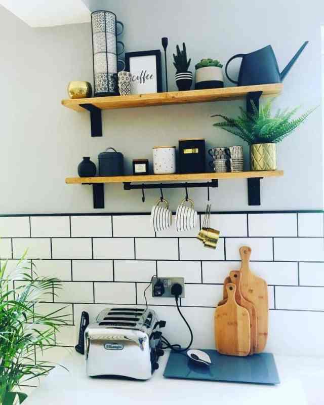 オープンシェルフキッチンの壁の装飾のアイデアperfecthomeland9